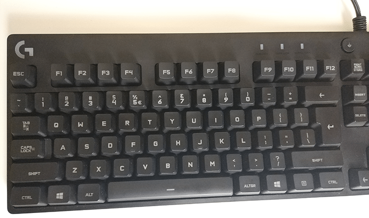 b0c68bdd198 It has the usual rectangular shape, a distinct but regular font on the  keys, and a nice Logitech the logo at the top left side.